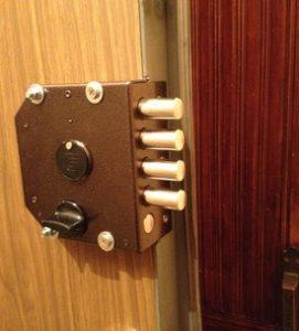 Как поменять замок в двери 2