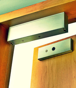 Подбор электромагнитного замка для металлической двери