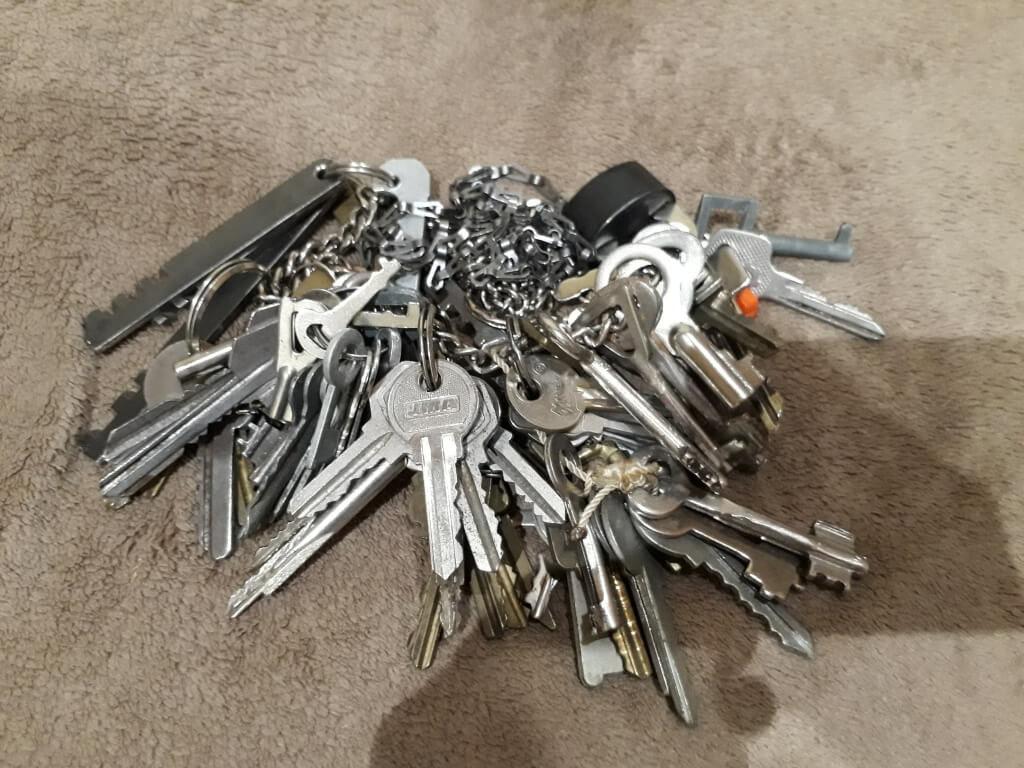 Открыть замок подбором ключа